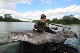 Fische wie dieser verlangen dem Angler sowie dem Gerät so einiges ab. Aus diesem Grund sollte man sich zu 100 % darauf verlassen können.