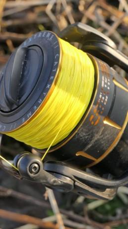 Die S-Line in der Stärke 0.38mm ist 8fach Rundgeflochten und verfügt über eine glatte Oberfläche, aus diesem Grund eignet sie sich ideal zum Vertikalangeln.